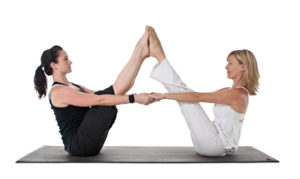posturas de yoga para dos