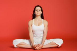 postura de yoga facil