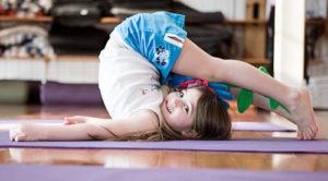 posturas de yoga para niños principiantes