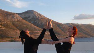 posturas de yoga para parejas