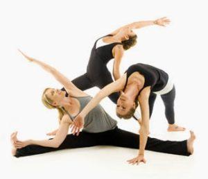 posturas de yoga para tres