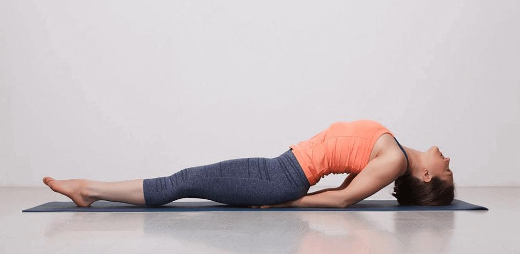 posturas de yoga para adelgazar piernas