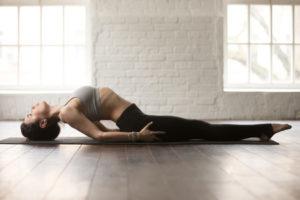 posturas yoga para uno faciles